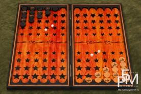 Эксклюзивные нарды «Дух Революции» общий план доски, фишки, кости